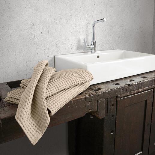 Die Handtücher der Luxus-Hotels aus edlem, großwabigem Waffelpiqué von Busatti 1842. Weltweit schwer zu finden – in Italien ein traditionsreicher Klassiker.