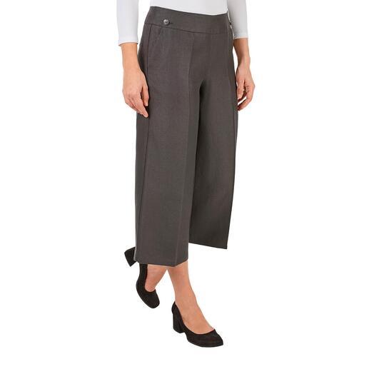 Die verkürzten Wide-leg-Pants aus 100 % Hanf. Modisch und ökologisch. Perfekt für den Sommer und viele Kombinationen.