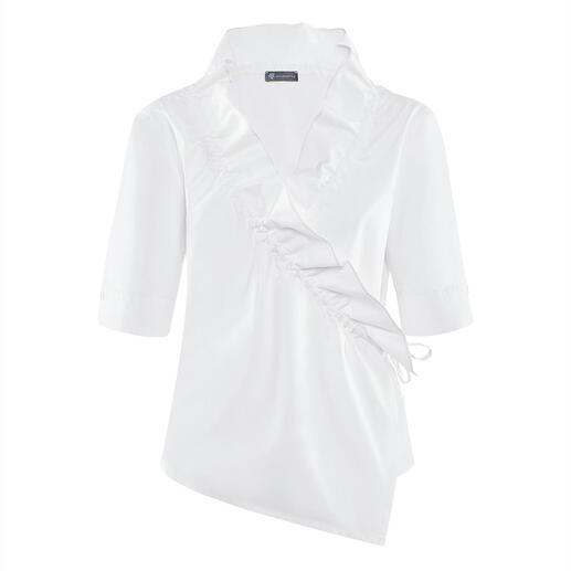 Die klassische, weiße Basic-Bluse mit modischem Facelift. Alles andere als langweilig. Vom Newcomer-Label Armagentum® aus Österreich.
