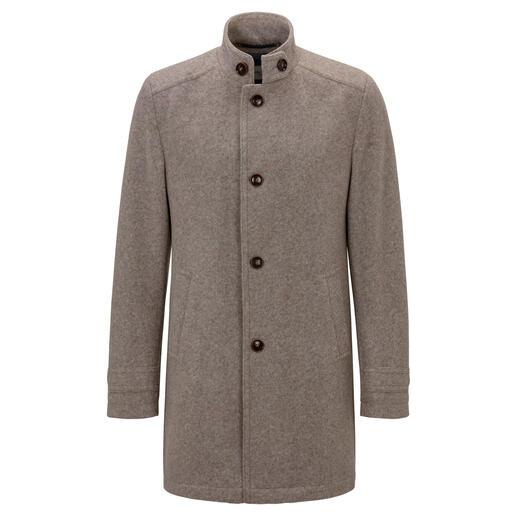 Der Lodenmantel aus leichtem, knitterarmem, herrlich bequemem Walk-Jersey. Weich und warm wie ein klassischer Lodenmantel. Von Carl Gross, Herrenkonfektion seit 1925.
