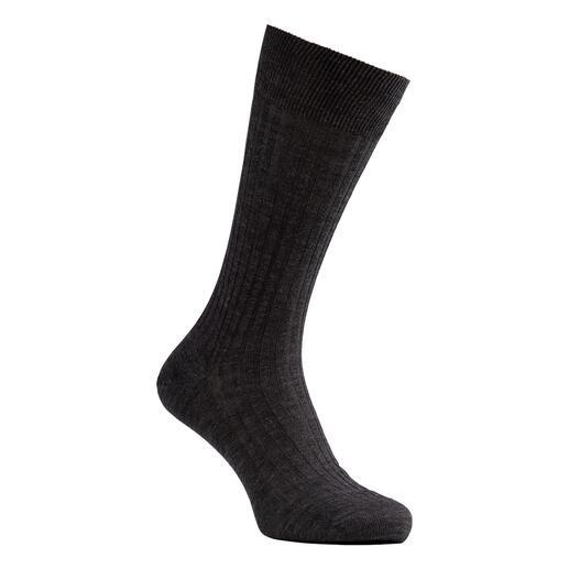 Die Ripp-Socken aus superfeiner Merino-Schurwolle - dennoch erstaunlich strapazierfähig und formstabil. Mit dem Know-how des englischen Strumpf-Spezialisten Pantherella.