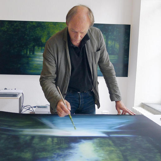 Erik Offermann übermalt jedes seiner 30 Exemplare von Hand.