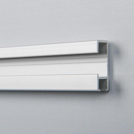 Eine kleine Aluminiumleiste auf der Rückseite des Acrylglases dient als Befestigungsvorrichtung für das 6 kg schwere Acrylglas-Kunstwerk.