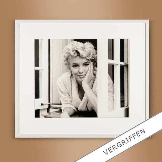 "Sam Shaw: ""Marilyn im Fenster I"" 2012 - Das Lieblingsfoto des berühmten Fotografen Sam Shaw. ""Marilyn im Fenster I"" 2012: Erstmalig als Edition auf hochwertigem Baryt. 40 Exemplare."