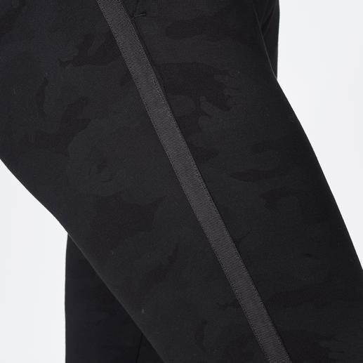 Mason`s Chino Black Camouflage Elegant & modisch statt maskulin & rustikal: die verkürzte Camo-Chino vom italienischen Passform-Spezialisten Mason`s.