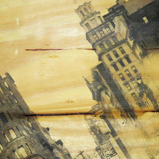 Jede Holzplatte zeigt eine individuelle Maserung mit ihren charakteristischen Astlöchern.
