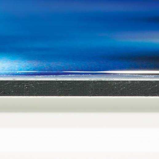 Das Werk auf Aludibond wird mit einem klaren Kompositharz ummantelt, das die optische Tiefenwirkung verstärkt und die Farben intensiv leuchten lässt.