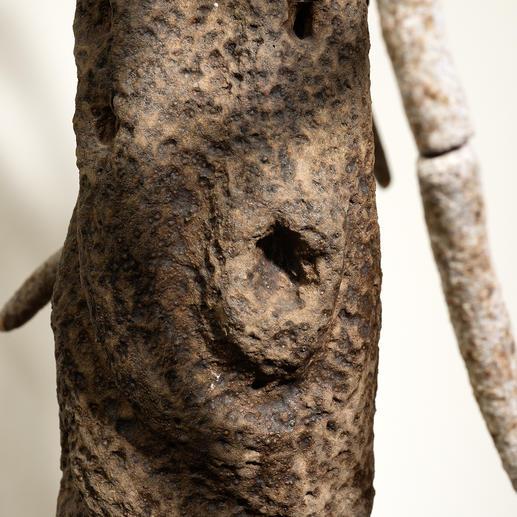 Maimó gelingt es, die Struktur des Stammes und der Rinde originalgetreu zu kreieren.